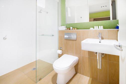 Abode Gungahlin - Canberra - Bathroom