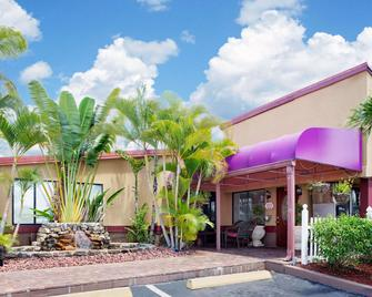 Knights Inn Port Charlotte - Port Charlotte - Building