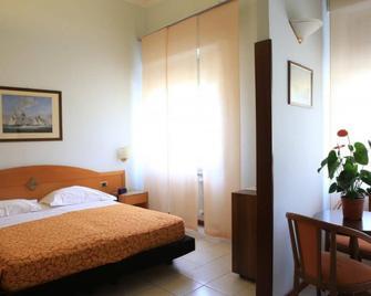 Hotel Calabresi - San Benedetto del Tronto - Bedroom