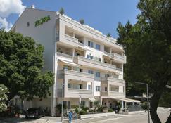 Aparthotel Flora - Tučepi - Edificio