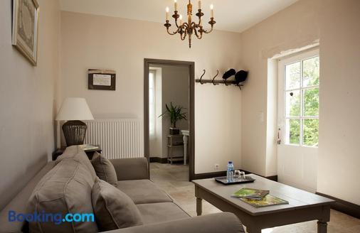 Maison D'hotes De Charme Les Bruhasses - Condom - Living room