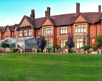 Stanhill Court Hotel Gatwick - Horley - Building