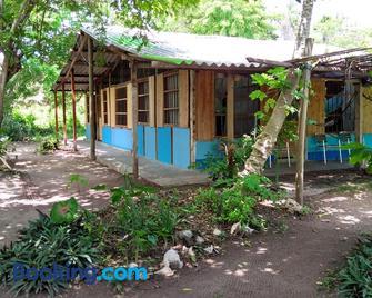 Ecohotel Arte y Aventura - Isla Grande del Rosario - Building