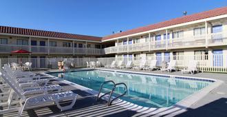 Motel 6 Amarillo Airport - Amarillo - Pool
