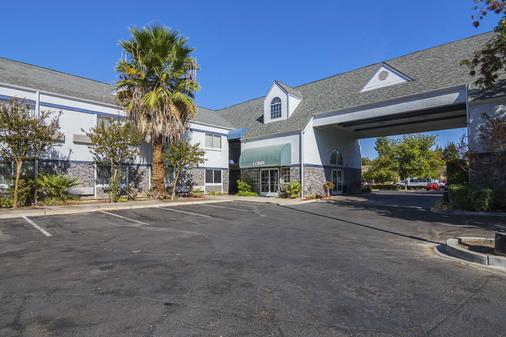 Quality Inn Fresno Yosemite Airport - Fresno - Building