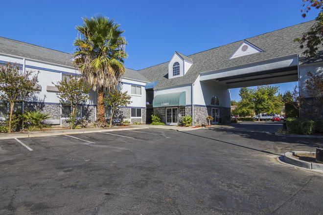 Quality Inn Fresno Yosemite Airport - Fresno - Rakennus