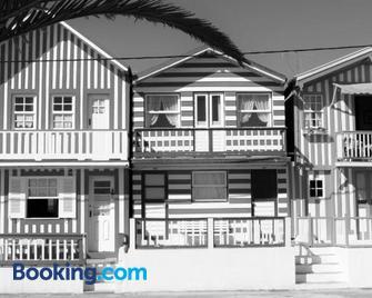 Peters Guesthouse - Al - Авейру - Building