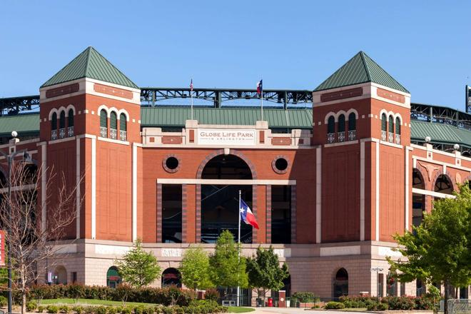 Howard Johnson by Wyndham Arlington Ballpark / Six Flags - Arlington - Rakennus