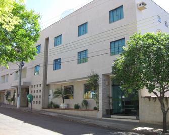 Hotel e Restaurante Canta Galo - Jacarezinho - Building