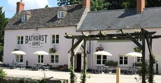 The Bathurst Arms - Cirencester - Building