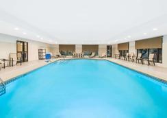 尼亞加拉瀑布城溫德漢溫蓋特酒店 - 尼加拉瀑布 - 尼亞加拉瀑布 - 游泳池