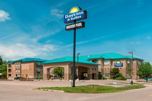 Days Inn & Suites by Wyndham Brandon - Brandon - Rakennus