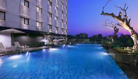 Hotel Neo Malioboro By Aston - Yogyakarta - Pool