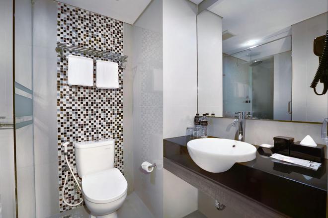 Hotel Neo Malioboro By Aston - Yogyakarta - Kylpyhuone