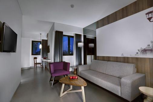 Hotel Neo Malioboro - Yogyakarta - Living room