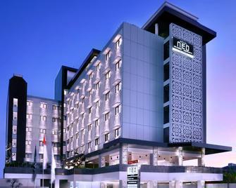 Hotel Neo Malioboro By Aston - Yogyakarta - Κτίριο