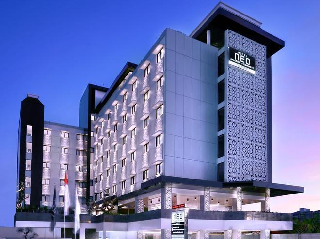 Hotel Neo Malioboro By Aston - Yogyakarta - Rakennus