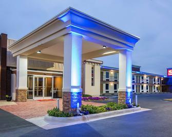 Econo Lodge - Selma - Building