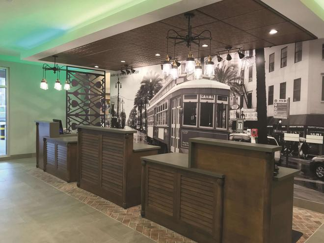 La Quinta Inn & Suites by Wyndham New Orleans Downtown - New Orleans - Front desk
