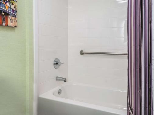 新奥爾良市中心拉金塔旅館及套房酒店 - 新奥爾良 - 新奧爾良 - 浴室