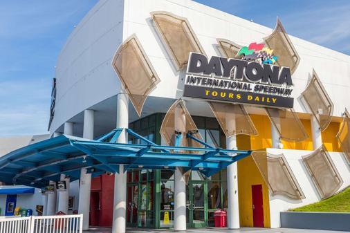 Super 8 by Wyndham Daytona Beach - Daytona Beach - Κτίριο