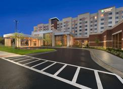 Embassy Suites by Hilton Chicago Naperville - Naperville - Gebäude