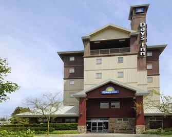Days Inn by Wyndham Vancouver Airport - Richmond - Gebouw