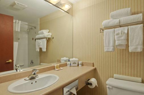 Days Inn by Wyndham, Vancouver Airport - Richmond - Μπάνιο