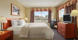 Days Inn by Wyndham Vancouver Airport - Richmond - Bedroom