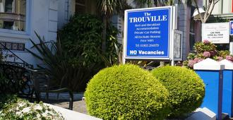 The Trouville - Торки - Вид снаружи