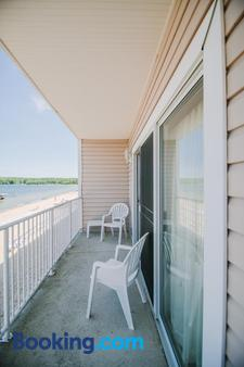 Bayshore Resort - Traverse City - Balcony