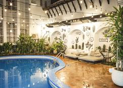 Selina Granada - Granada - Pool