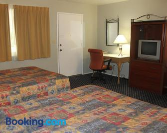 Golden Chain Motel - Grass Valley - Bedroom