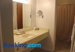 Golden Chain Motel - Grass Valley - Bathroom