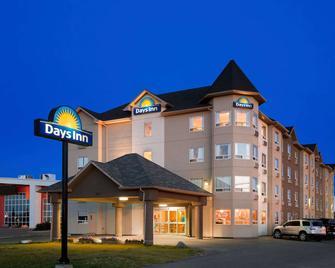 Days Inn by Wyndham Bonnyville - Bonnyville - Gebouw