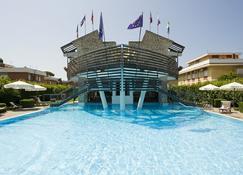 Hotel Poseidon - Terracina - Piscina