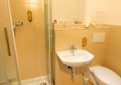 Hotel am Kieler Schloss Kiel by Premiere Classe - Kiel - Bathroom