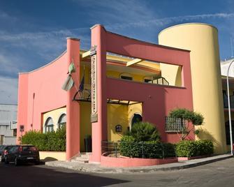 Hotel Ristorante Lo Scacciapensieri - Лечче - Здание