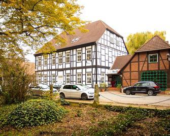 Hotel Alter Wolf - Вольфсбург - Building