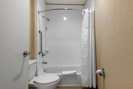 Comfort Inn and Suites - Montgomery - Bathroom