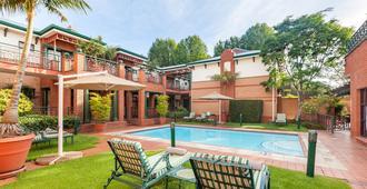 Courtyard Suite Rosebank - Johanesburgo - Piscina