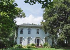Orchard House Bed & Breakfast - Granville - Building