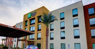 Holiday Inn Express & Suites Phoenix North - Scottsdale - Phoenix - Bygning