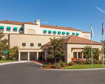 Embassy Suites by Hilton Temecula Valley Wine Country - Темекула - Здание