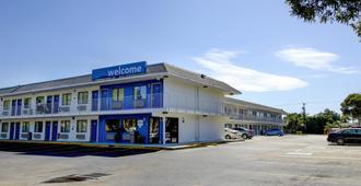 Motel 6 Lantana, FL - Lantana - Building
