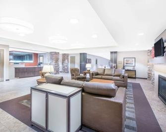 Hawthorn Suites by Wyndham Dickinson - Dickinson - Living room