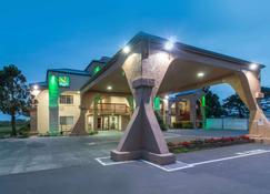 Quality Inn and Suites Crescent City Redwood Coast - Crescent City - Rakennus