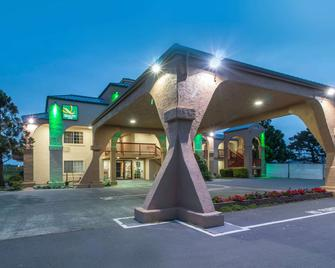 Quality Inn and Suites Crescent City Redwood Coast - Crescent City - Building