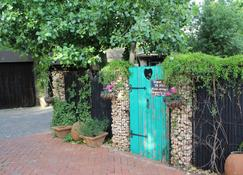 Cottonwood Guesthouse - Bloemfontein - Outdoor view