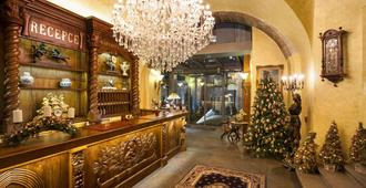 Iron Gate Hotel and Suites - Praha - Resepsjon